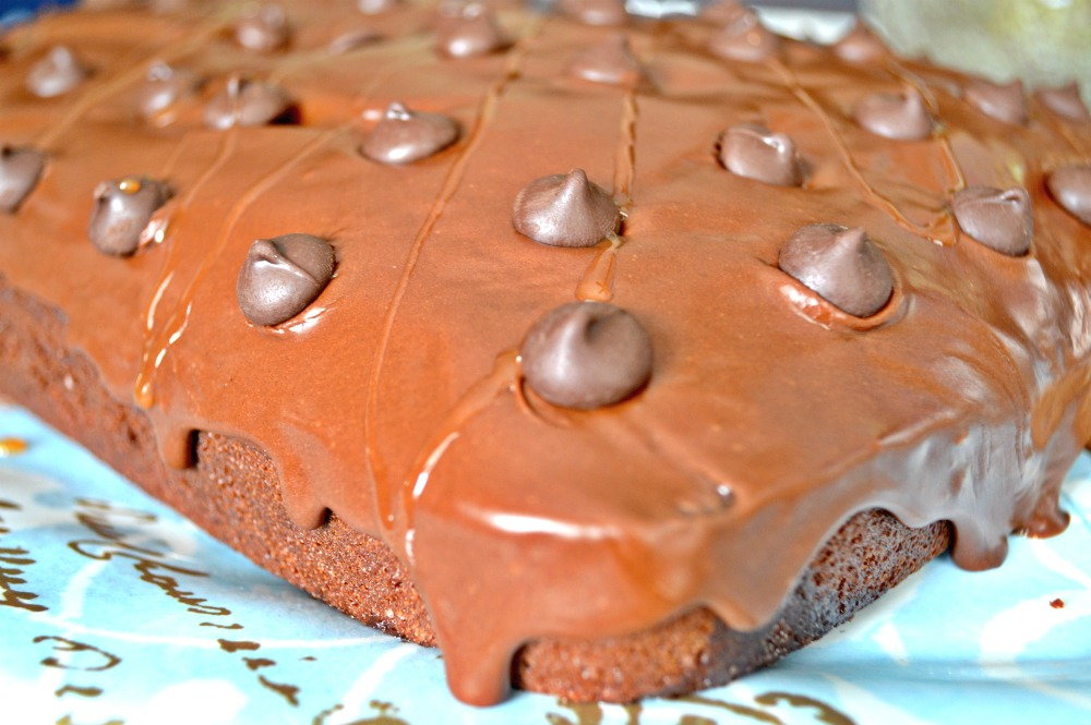 Chocolate Frosted Caramel Poke Cake From Scratch | Cake Recipes | Poke Cake Recipes | Caramel Cakes | Chocolate Cake Recipes | Cakes From Scratch | Dessert Recipes | theMRSingLink