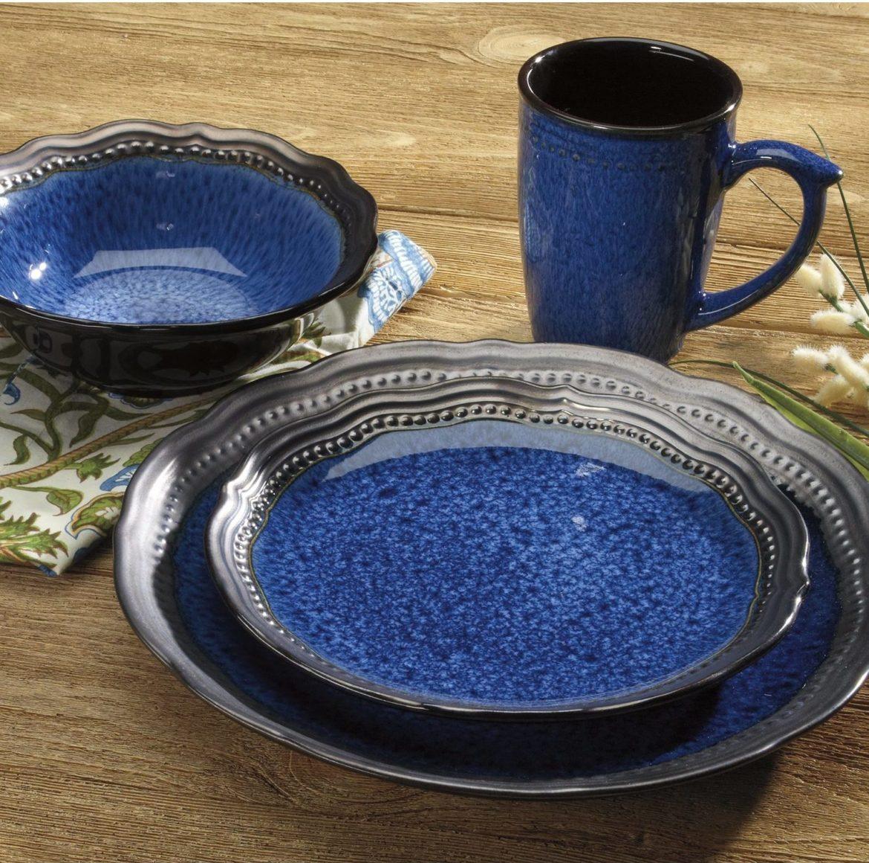 Rounded Edges Sparkling Blue Dishware | 50 Nautical Inspired Ideas For Home Decor | Inexpensive Nautical Decor | DIY Home Decor | theMRSingLink