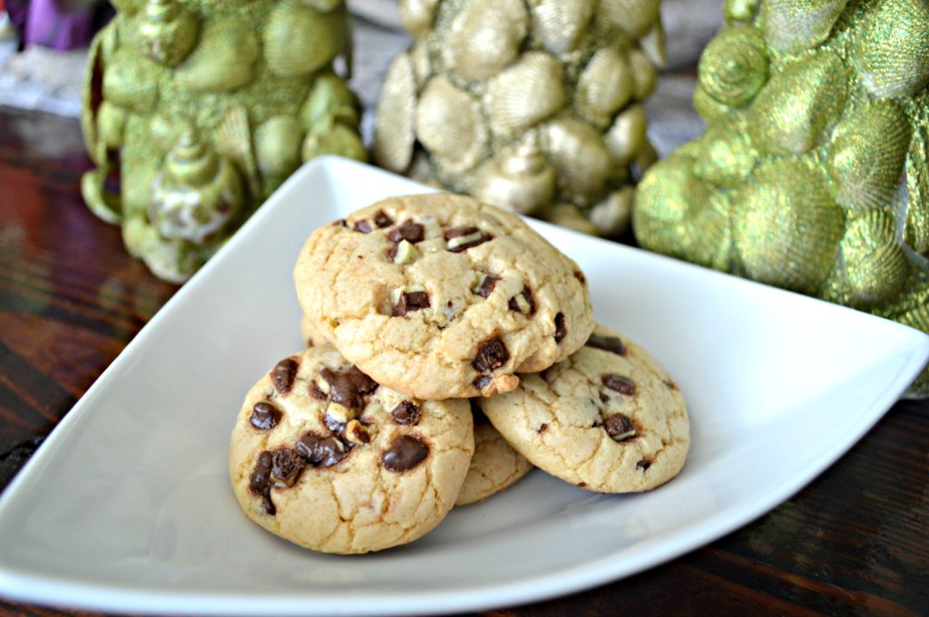 Andes Mint Chip Cream Cheese Cookies | Holiday Cookie Recipes | Simple Cookie Recipes | Mint Chip Cookies | Soft and Chewy Cookie Recipes | theMRSingLink