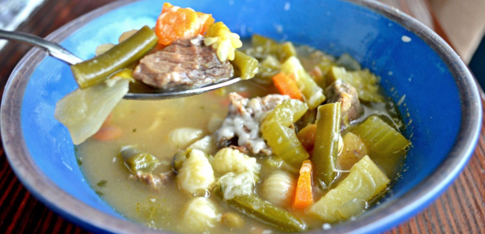 Skinny Detox Vegetable Beef Soup | Soup recipes | Fat burning soup recipes | Detox soup recipes | Cheap and easy soup recipes | theMRSingLink