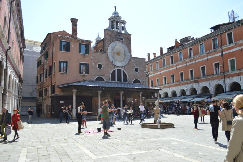 10 Day Itinerary To Italy | How To Spend 3 Low Key Days In Venice | Rialto Fish Market | Venice Itinerary | Travel to Italy | Travel Tips | European Travel Guide | theMRSingLink