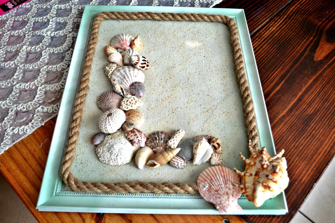 diy seashell monogram beach wall decor themrsinglink. Black Bedroom Furniture Sets. Home Design Ideas