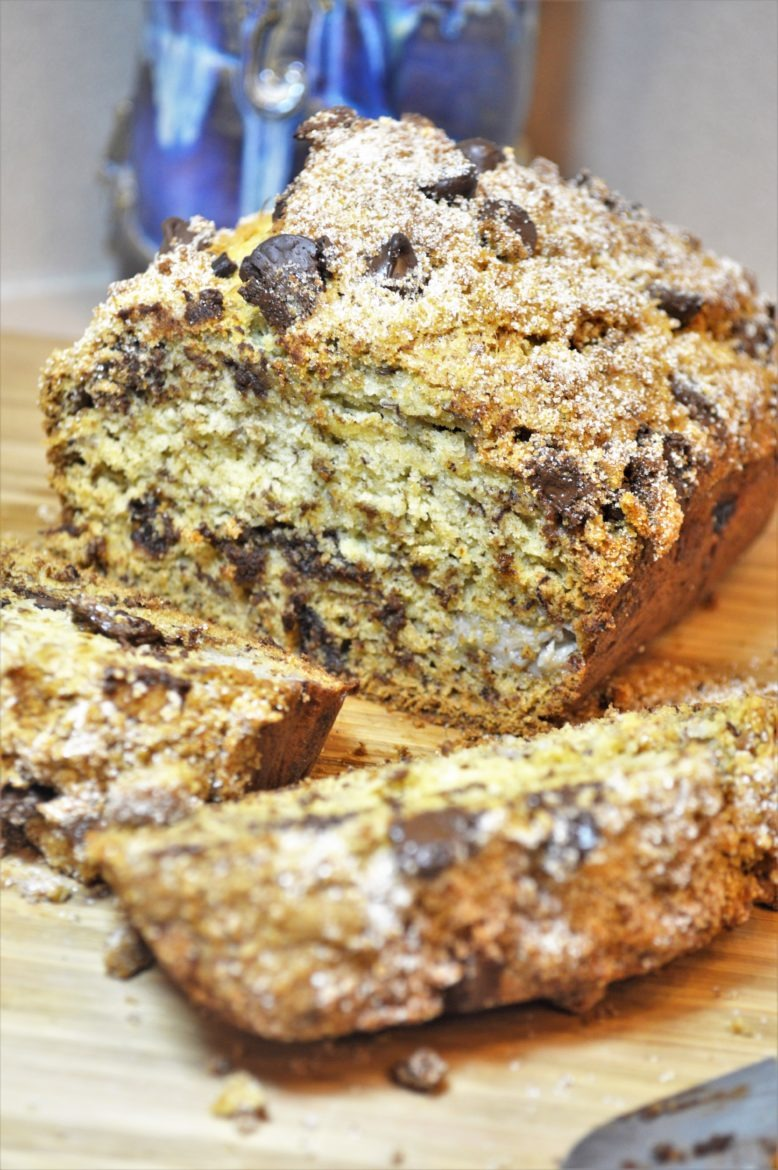 Brown Sugar Cinnamon Streusel Chocolate Chip Banana Bread | Banana Bread Recipes | Easy Breakfast Recipes | Perfect recipes for leftovers | On the go breakfast recipes | easiest banana bread recipe | One bowl banana bread recipe | Chocolate Chip Banana Bread | Cinnamon Streusel | #breakfast #bananabread #easyrecipes | theMRSingLink
